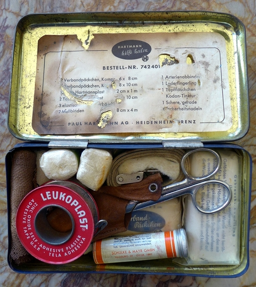 Klein-Verbandkasten German auto first aid kit original vintage 1960's